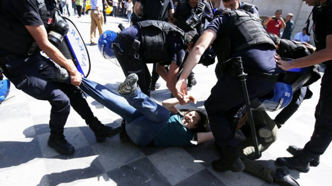 Turkish riot policemen detain protesters during the trial of Nuriye Gulmen and Semih Ozakcain in front of Ankara Courthouse