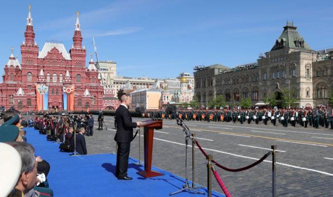 Rusia presentó algunas de sus más nuevas armas en el tradicional desfile del Día de la Victoria.