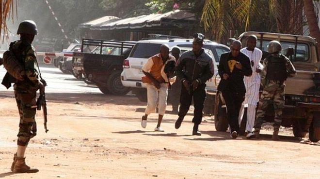 Six soldats tués dans des explosions au Mali