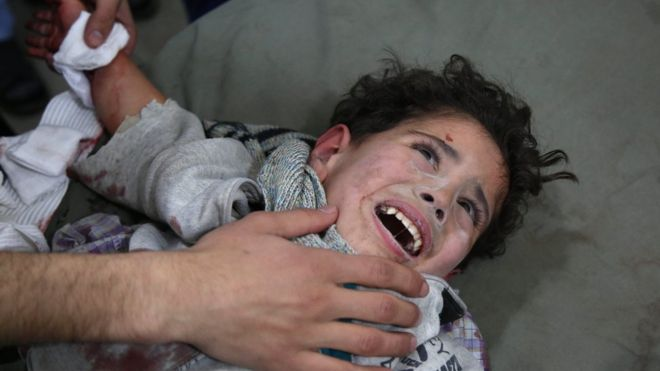 گروه های ناظر بر جنگ سوریه از کشته شدن ۴۰۰ نفر طی ۵ روز گذشته در غوطه شرقی گزارش دادهاند