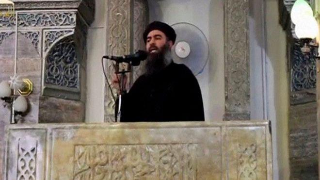 Kiongozi wa wapiganaji wa Islamic State Abu Bakr al-Baghdad akihutubia Mosul 2014