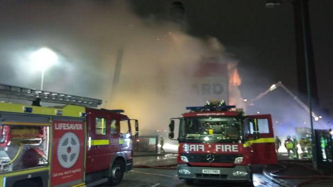 451c98f48cdf2 Croydon warehouse blaze tackled by firefighters - BBC News