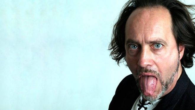 Ian Cognito: Comedian dies on stage in Bicester - BBC News