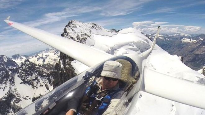 youtube pilot matt wright died in 200ft glider crash bbc news