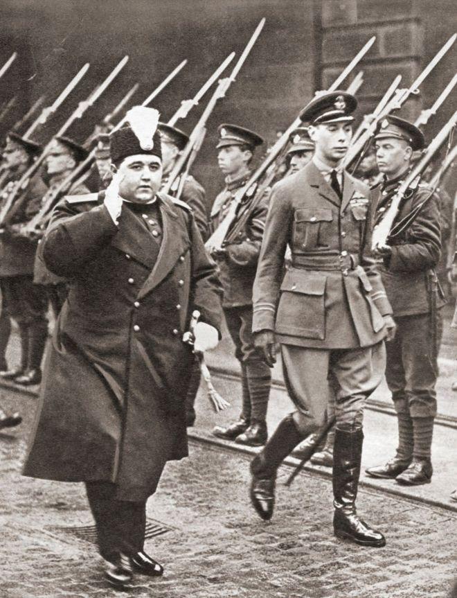 احمد شاه در لندن یک سال پس از پایان جنگ جهانی اول