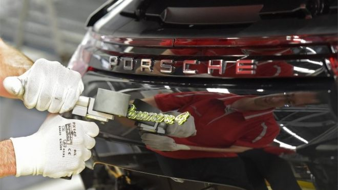 Porsche warns UK customers of possible Brexit price rise