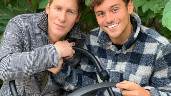 DLB y Tom Daley con su bebé