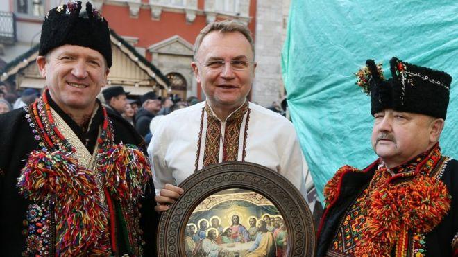 Мэр Львова Андрей Садовый (в центре)