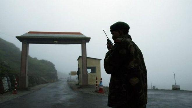 guerra - ¿Qué podría desatar una guerra entre China y la India? _96702780_mediaitem96702773
