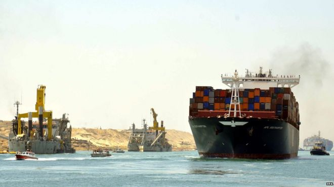 Egypt holds trial run on second Suez Canal - BBC News