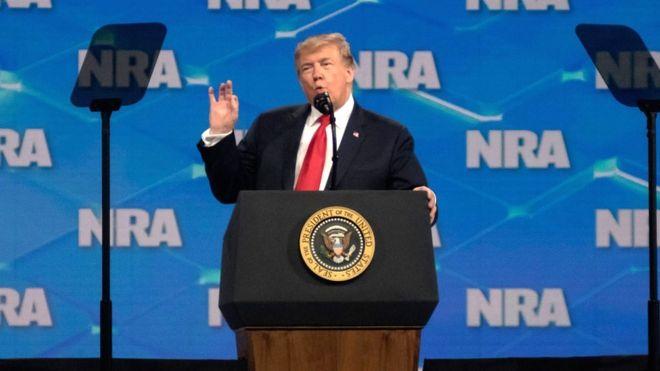 Donald Trump en una reunión de la NRA