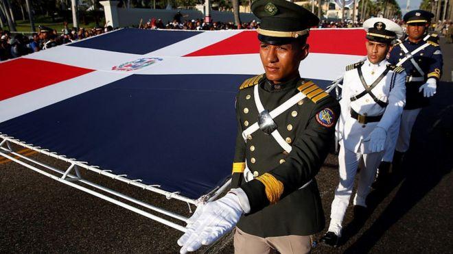 Soldados celebran la independencia de R.Dominicana en 2016