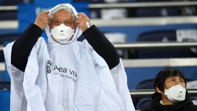 Fans wear 3M Aura Disposable Respirators as they await kickoff prior to the Liga match, 1 March in Madrid, Spain