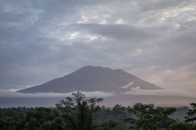 От вулкана Агунг на Бали эвакуировано 35 тысяч человек