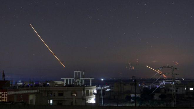 敘利亞軍方聲稱,敘軍的防空系統攔截了一些以色列發射的導彈。