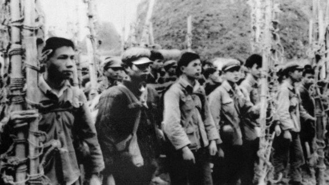 Đội khiêng cáng của dân quân Trung Quốc ngày 22/02/1979 chờ vượt biên giới sang Việt Nam hỗ trợ quân chính quy