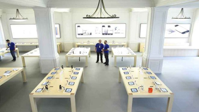 Gas leak' iPad prompts Apple shop evacuation - BBC News