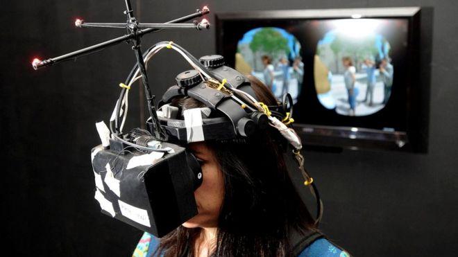 Нонни де ла Пенью (на фотографии - во время кинофестиваля Сандэнс в 2012 г.) называют крестной виртуальной реальности