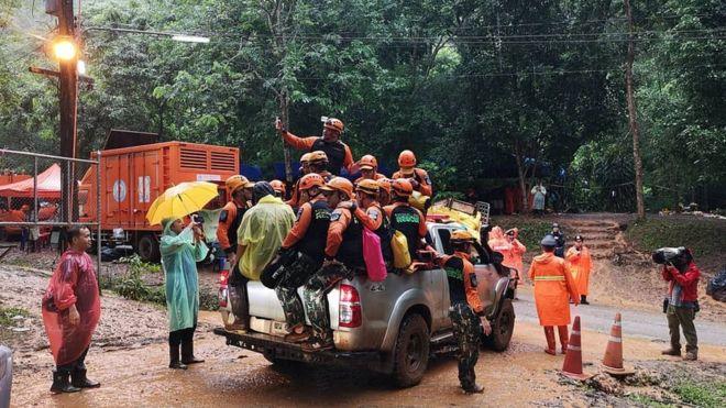 В Таиланде обнаружили живыми всех пропавших в пещере подростков. Их искали девять дней