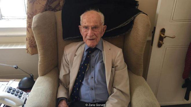 Ở tuổi 106, Bill Frankland có lẽ là bác sĩ hoạt động lâu năm nhất trên hành tinh, và ông không có dấu hiệu chậm lại.