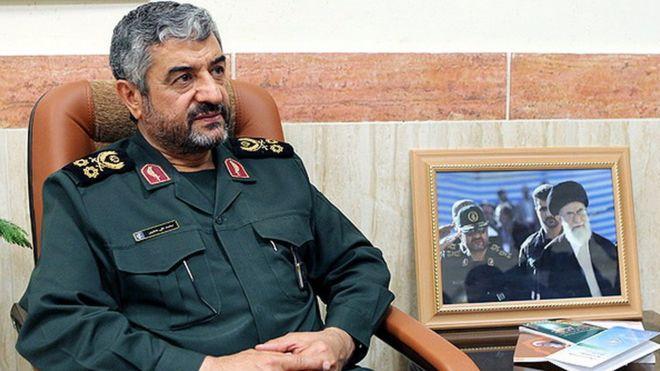 پاسخ فرمانده سپاه به روحانی: دولتی که تفنگ نداشته باشد تحقیر و تسلیم میشود