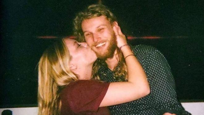 La estadounidense Chynna Deese y el australiano Lucas Fowler
