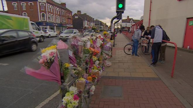 Tributes paid to mother and daughter killed in hull lorry crash flowers at crash scene mightylinksfo
