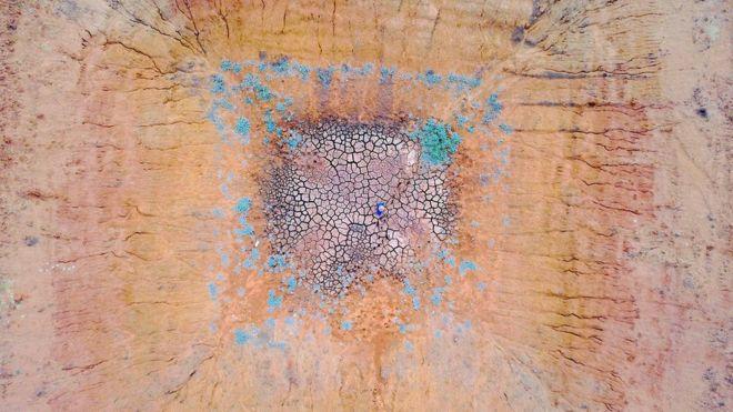 Vista aérea de uma fazenda seca na Austrália