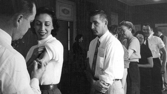 Pruebas médicas en 1957.
