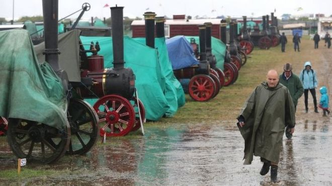 Great Dorset Steam Fair 'disheartened' by traffic and toilet
