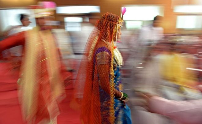 What divorce and separation tell us about modern India - BBC News