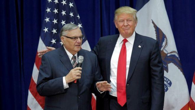 Джо Арпайо и Дональд Трамп, Маршалтаун, Айова, 26 января 2016 года