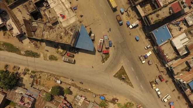 नारायणगढ-मुग्लिन सडक मुग्लिन चोकमा पृथ्वी राजमार्गमा जोडिन्छ।