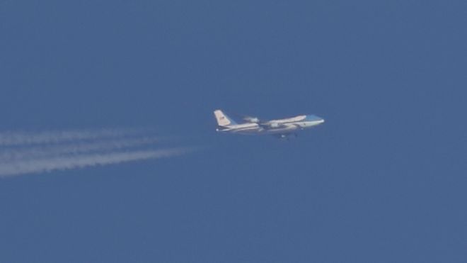 دونالد ترامب: كيف التقطت صورة لطائرة الرئيس الأمريكي خلال رحلة سرية إلى العراق؟