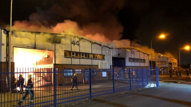 Warehouses could collapse after Wednesfield fire - BBC News