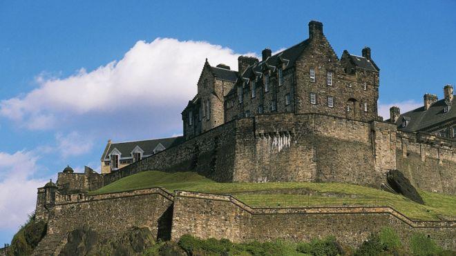 以哈利波特的「家鄉」聞名於世,愛丁堡在文化影響力上更勝一籌(圖為愛丁堡城堡)。