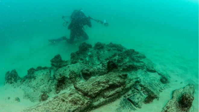 Imagem mostra embarcação encontrada no fundo do mar em Cascais, Portugal
