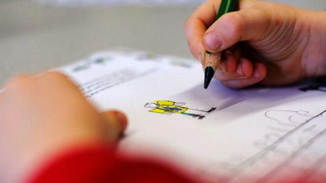 Мальчик рисунок полицейского