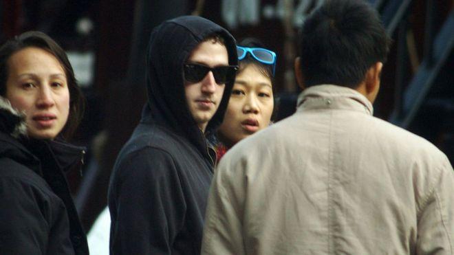 Mark Zuckerberg và vợ tại Vịnh Hạ Long, Quảng Ninh năm 2011