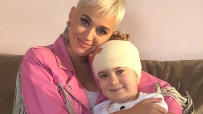 Resultado de imagen de Katy Perry  acoustic set for fan with brain tumour Read