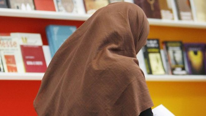 Суд в Германии запретил учительнице приходить в школу в хиджабе
