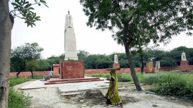 Statue of George V in Coronation Park, Delhi
