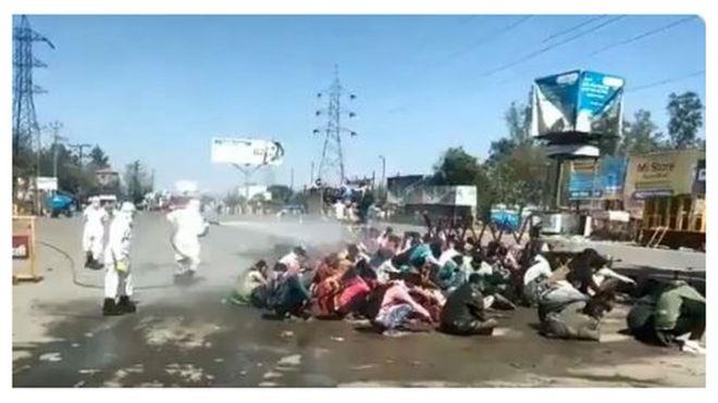 கரோனா: இந்தியாவில் அதிக எச்சரிக்கையுடன் இருக்க வேண்டிய 16 இடங்கள் அறிவிப்பு - தமிழகத்தில் ஈரோடு _111477621_indiamigrantworkers