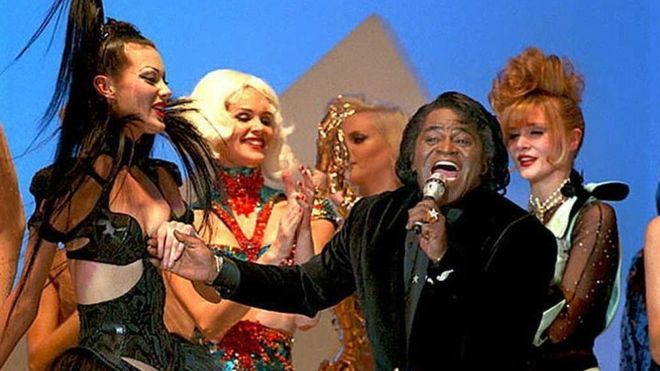 James Brown y bailarinas