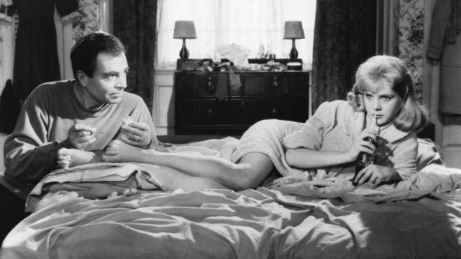 Гумберт (Джеймс Мейсон) и Лолита (Сью Лайон) - сцена из снятой Стэнли Кубриком в 1961 году экранизации романа