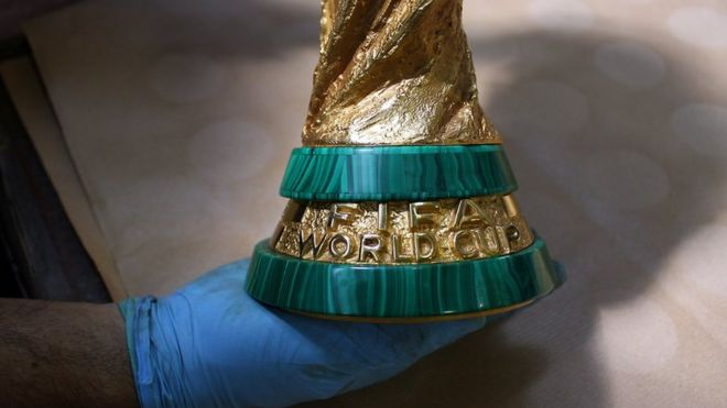 O que acontece com a taça da Copa do Mundo depois da comemoração ... cdd017b8f9d50