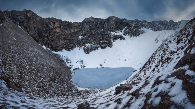 O 'lago dos esqueletos', que está localizado em uma encosta na cordilheira do Himalaia na Índia