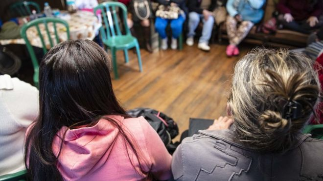Reunião de mulheres prostitutas no parque Jardim da Luz, centro de São Paulo