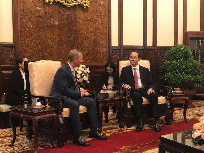 Chủ tịch Trần Đại Quang tiếp Đại sứ Ward tại buổi lễ trình quốc thư.