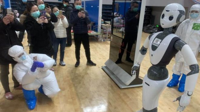 Cloudminds robot in Wuhan hospital